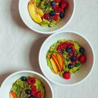 Peach and Avocado Overnight Oats with Moringa Powder | Golubka Kitchen
